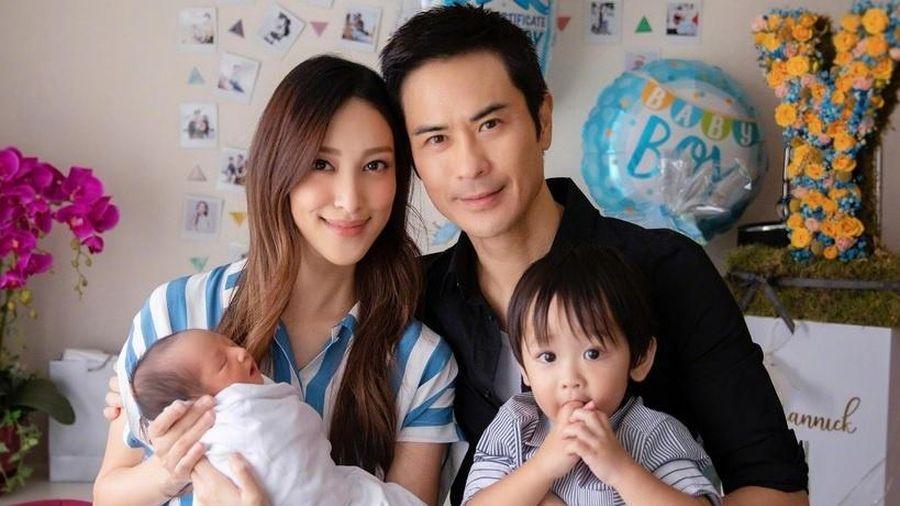 Trịnh Gia Dĩnh và Trần Khải Lâm đón con trai thứ hai