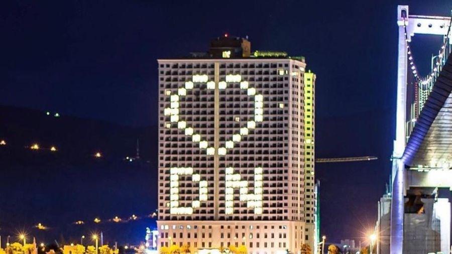 Nhiều khách sạn ở Đà Nẵng lên đèn hình trái tim giữa mùa dịch