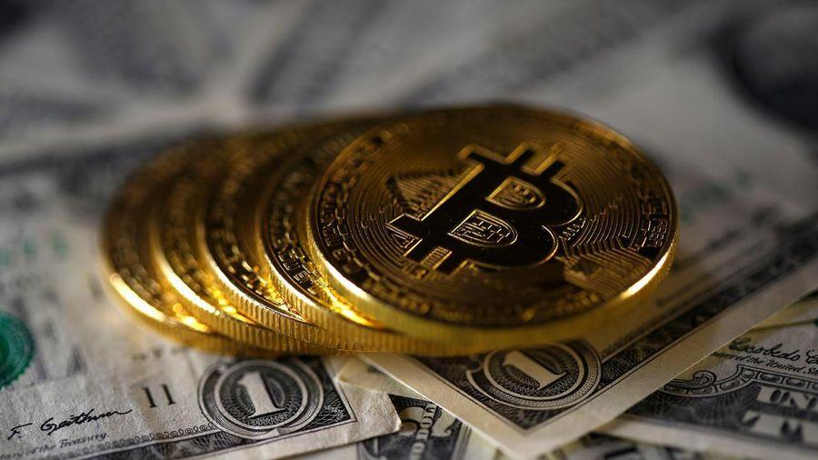 Giá Bitcoin vượt kỷ lục 12.000 USD/đồng