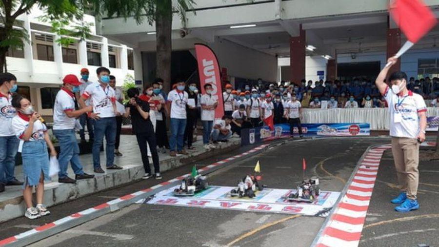Sôi động cuộc thi 'Mini Car Racing năm 2020'