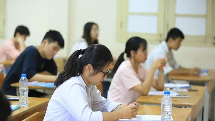 Thủ tướng Nguyễn Xuân Phúc: Phải bảo đảm an toàn sức khỏe cho thí sinh