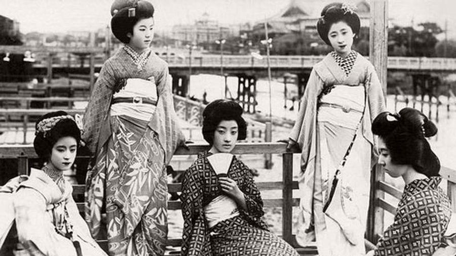 Vẻ đẹp của Maiko và Geiko Nhật Bản đầu thế kỷ 19