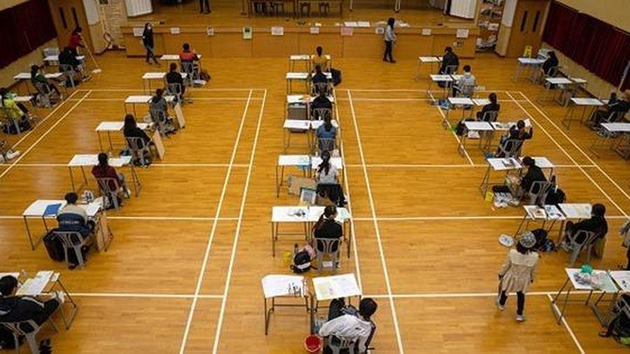 Giữa mùa dịch, các nước tăng cường bảo đảm an toàn sức khỏe trong kỳ thi quan trọng