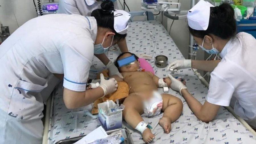 Cứu bệnh nhi 9 tháng tuổi bị điện giật