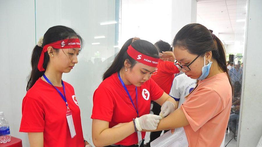 Hành trình Đỏ tiếp nhận hơn 100.000 đơn vị máu