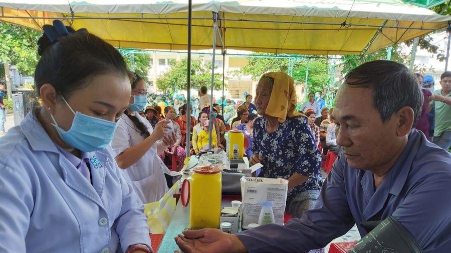 PTSC phối hợp tổ chức khám chữa bệnh, phát thuốc miễn phí cho người nghèo