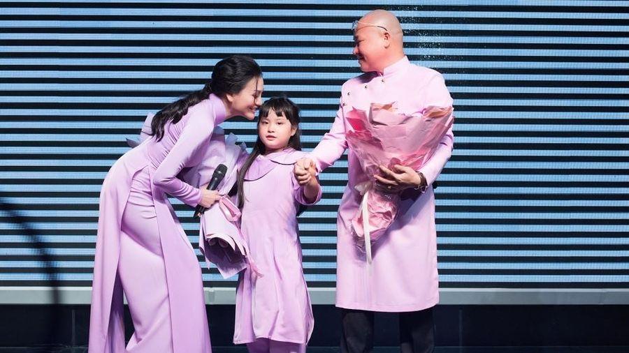 Gia đình Trần Huyền Nhung tổ chức sinh nhật cho con gái ngọt ngào, ấm cúng