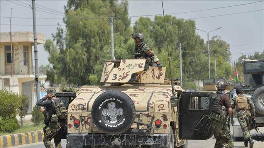 Hơn 300 tù nhân vẫn đang bỏ trốn sau vụ Taliban tấn công nhà tù