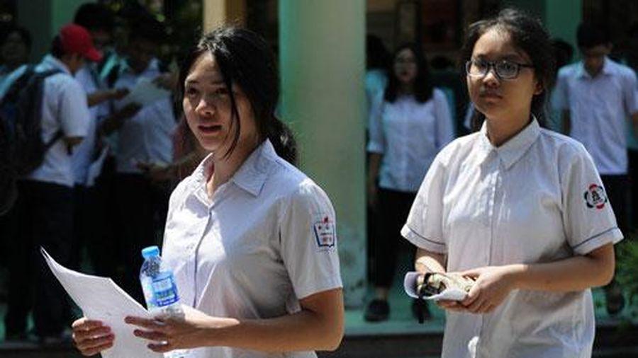 Học sinh Hà Nội đỗ lớp 10 bắt đầu làm 'thủ tục bắt buộc'