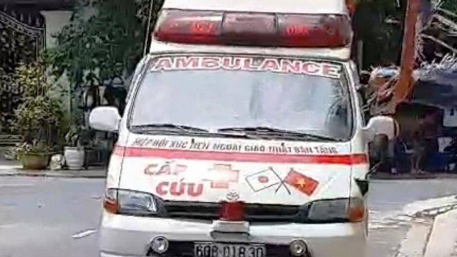 Xe cứu thương rú còi đi đòi nợ ở Bình Thuận hết hạn đăng kiểm 5 năm