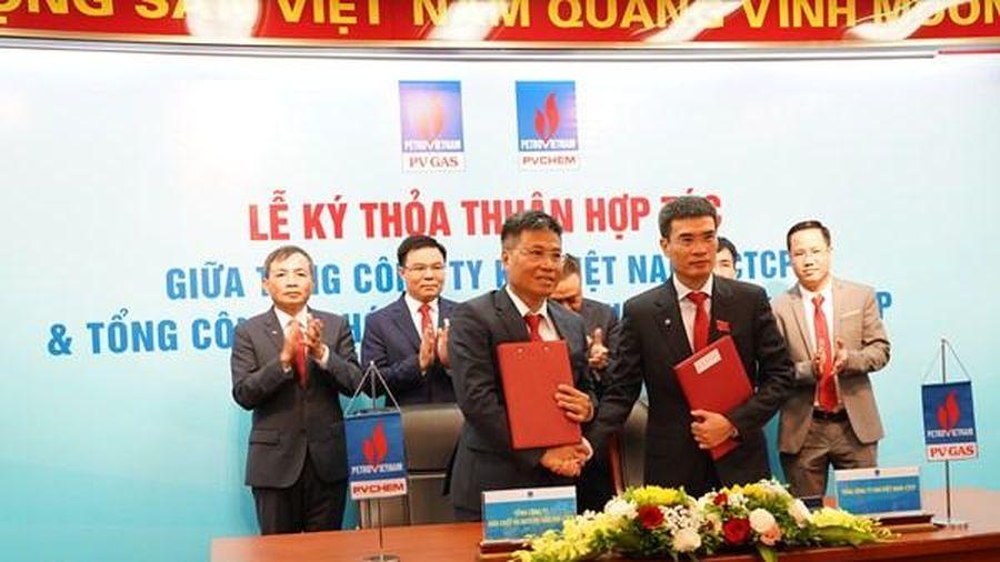 Ba đơn vị của PVN ký hợp đồng BCC chuỗi dự án khí-điện-cảng dịch vụ
