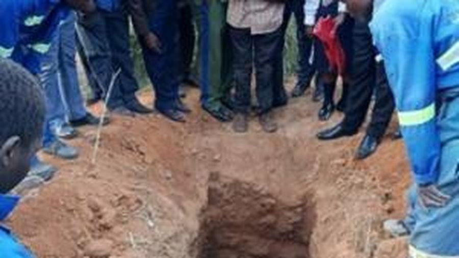 Cụ bà 99 tuổi 'hồi sinh' hai lần trong tang lễ của chính mình