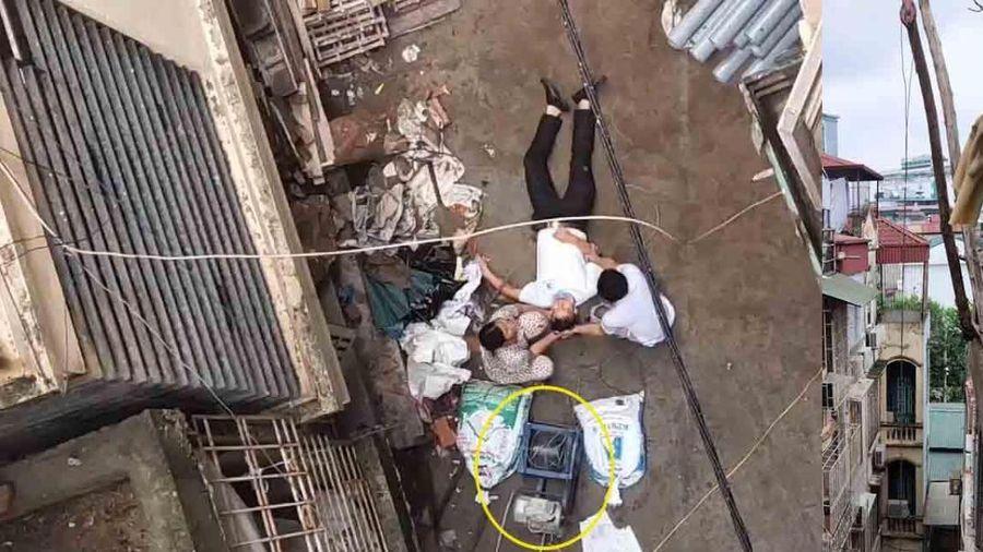 Đang đi trên đường, người đàn ông bất ngờ bị chiếc xe rùa từ tầng 5 rơi trúng nhập viện cấp cứu