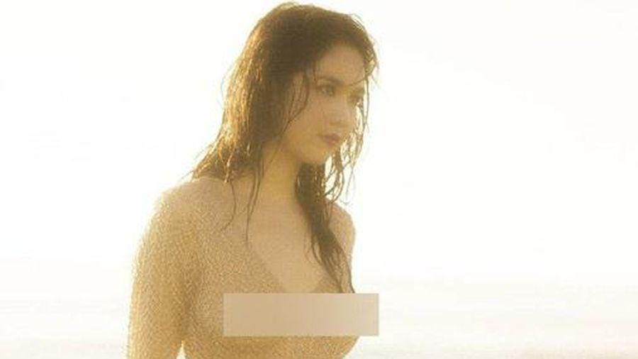 Tung ảnh gợi cảm trên biển, Ngọc Trinh táo bạo thả rông trước ống kính