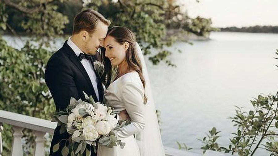 Thủ tướng Phần Lan Sanna Marin làm lễ cưới giữa bão dịch Covid-19