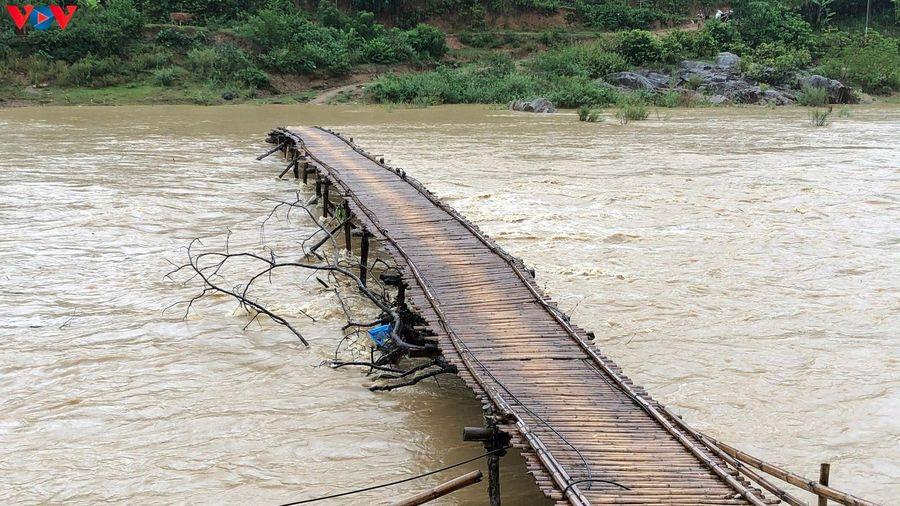 Nhiều địa phương thiệt hại nặng do dông lốc, mưa lũ