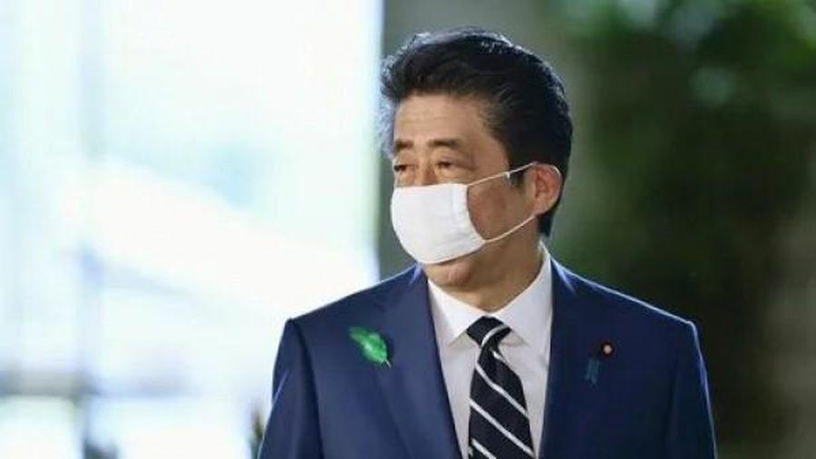 Thủ tướng Nhật Bản ngưng sử dụng khẩu trang 'Abenomask'