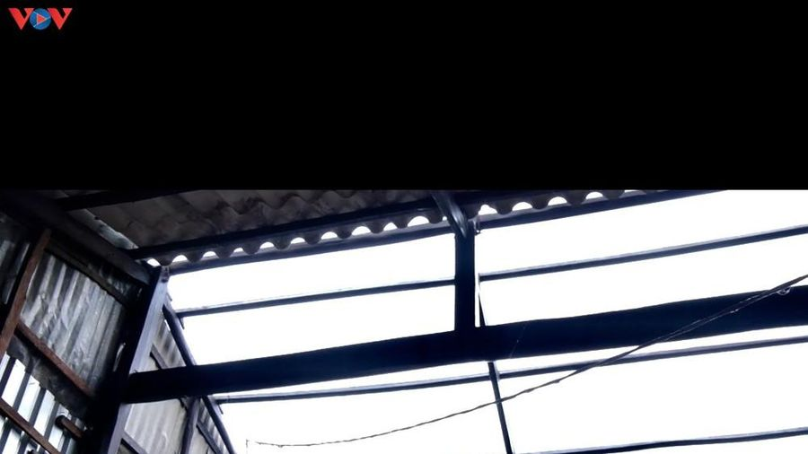 Lốc xoáy làm sập, tốc mái gần 90 căn nhà của người dân ở Bạc Liêu
