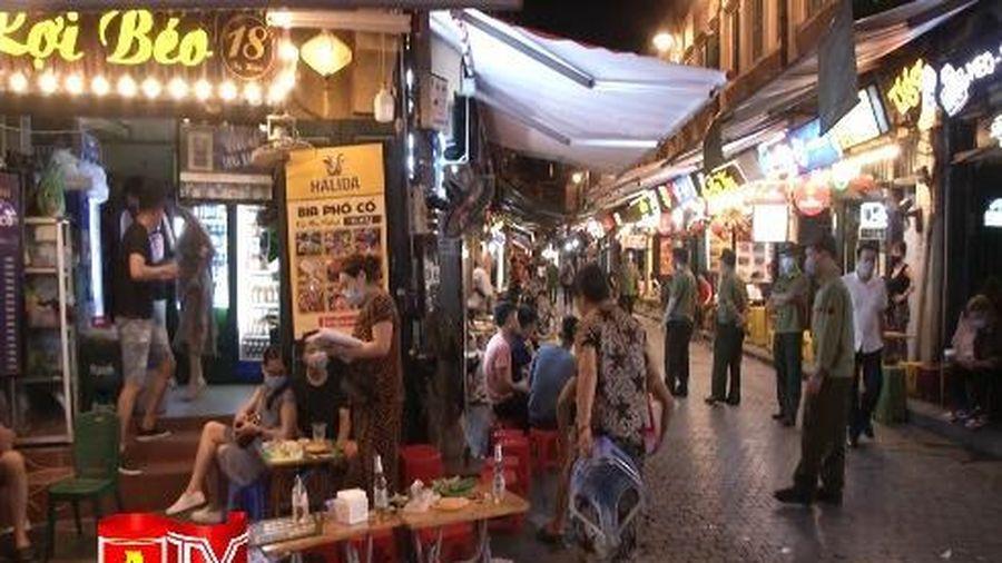 Hà Nội: Các cơ sở kinh doanh trên phố cổ thực hiện nghiêm túc chỉ đạo phòng chống dịch