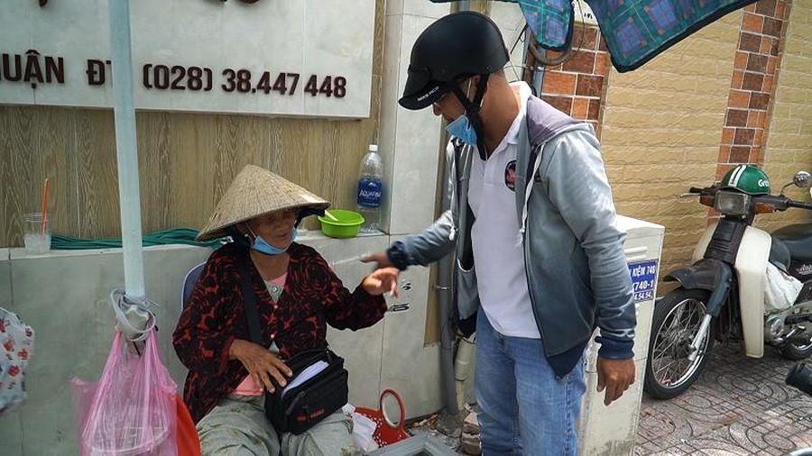 30 năm chia sẻ nỗi khó khăn với người già