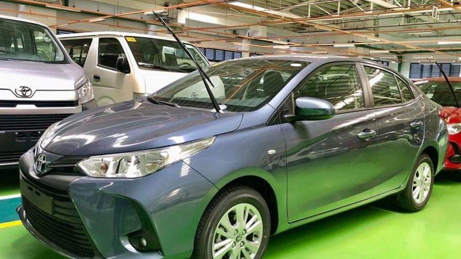Chi tiết Toyota Vios 2021 - bổ sung đèn LED, lẫy chuyển số