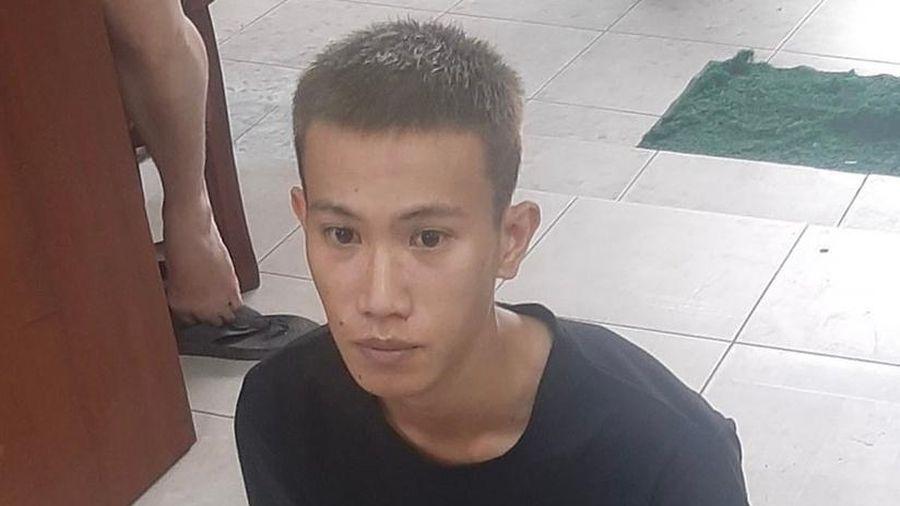 Bắt nam thanh niên cướp ở cửa hàng tiện lợi tại TP.HCM