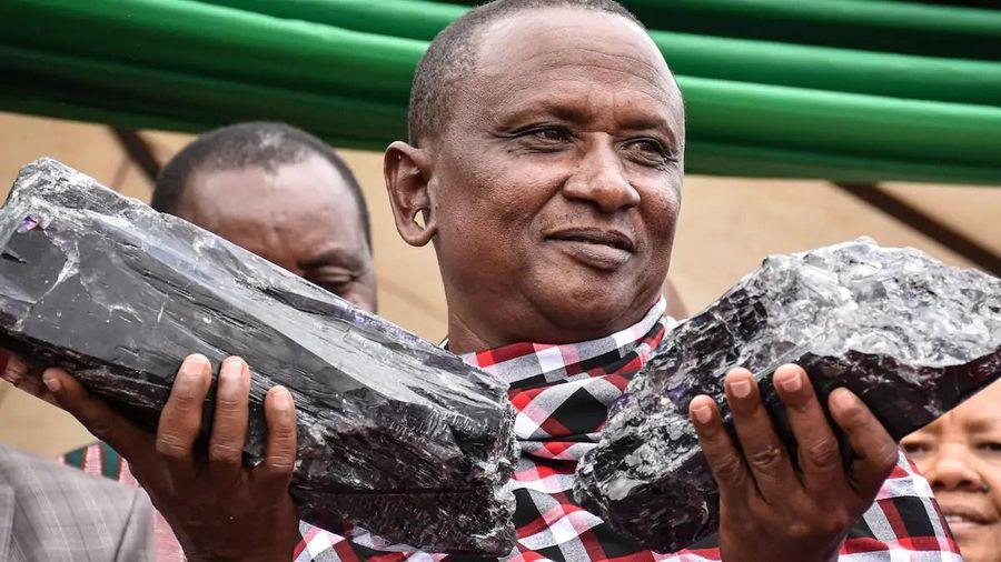 Thợ mỏ hóa 'triệu phú sau 1 đêm' lại bán được đá quý 2 triệu USD