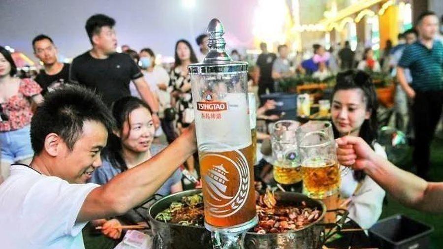 Hàng nghìn người TQ không đeo khẩu trang tham gia lễ hội bia