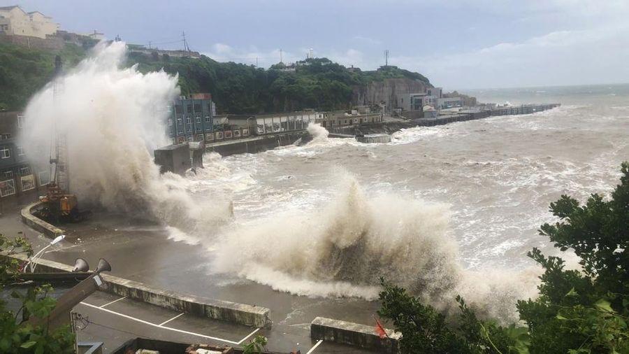 Siêu bão Hagupit đổ bộ Trung Quốc giữa lúc lũ lụt ở đỉnh