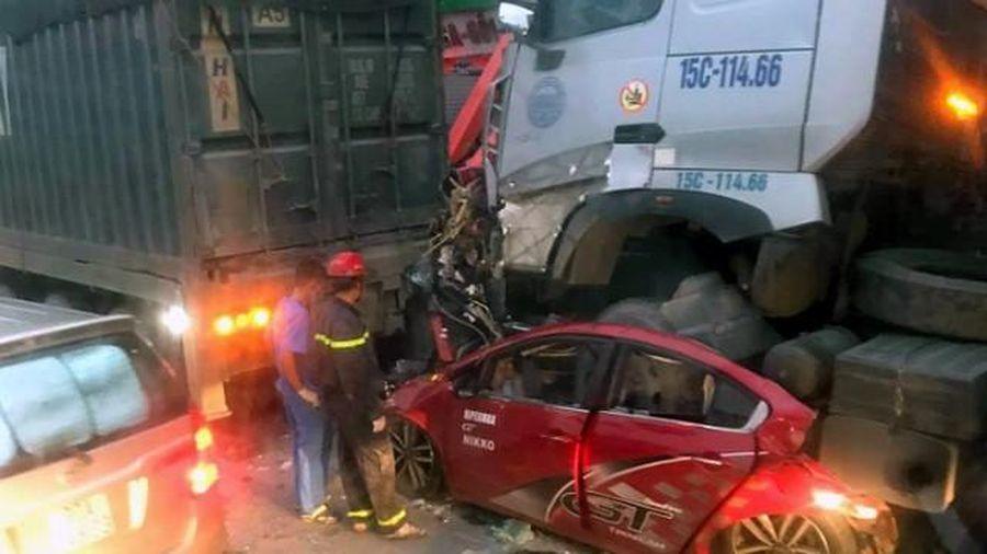 3 người tử vong trong chiếc xe ô tô 4 chỗ bị nghiền nát