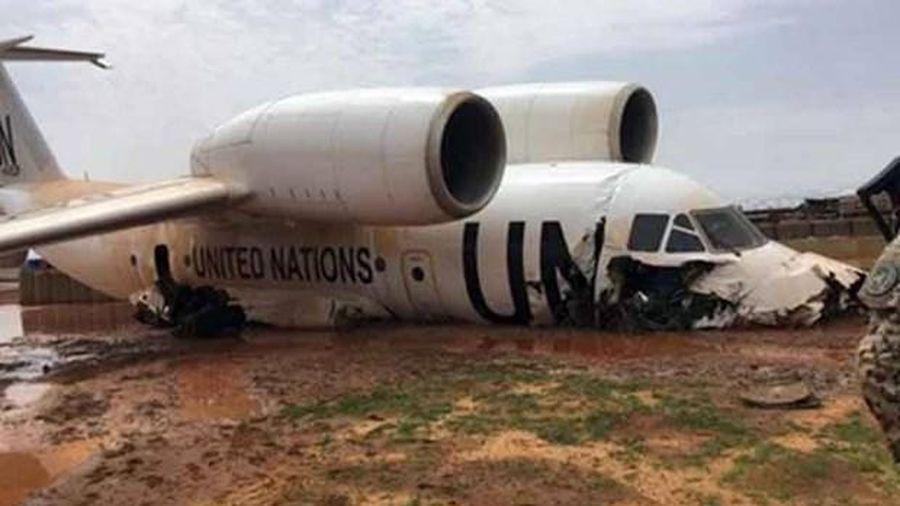Máy bay của Liên Hợp Quốc hạ cánh chệch đường băng, nhiều quan chức bị thương