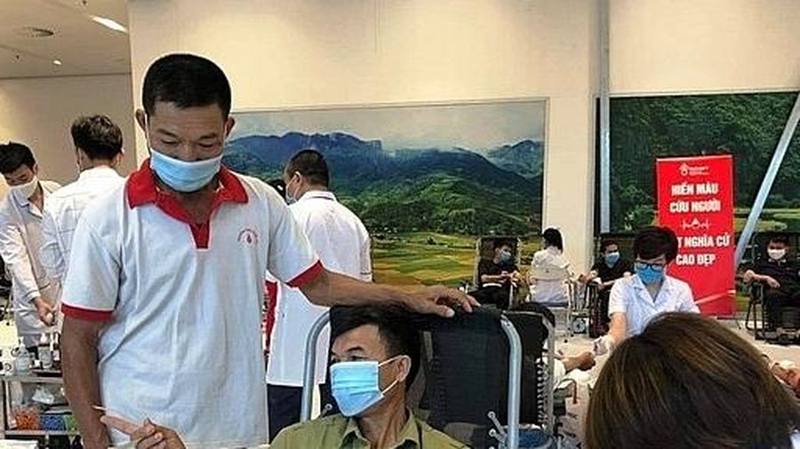 Người đàn ông 'truyền lửa' cho cả gia đình tham gia hiến máu tình nguyện