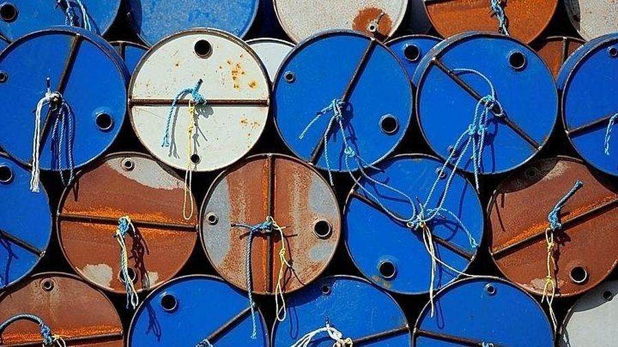 Giá dầu quay đầu giảm trong khi chờ quyết định của OPEC+