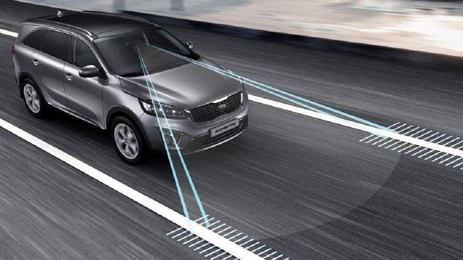 Những công nghệ an toàn cứu cánh cho lái xe trong mùa mưa