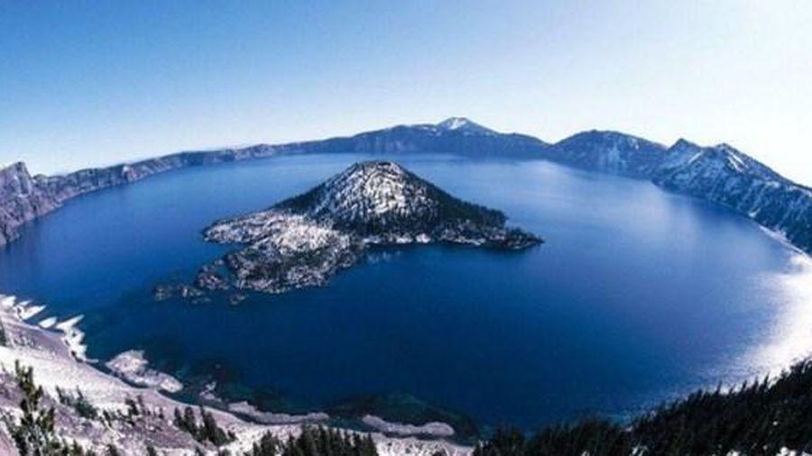 Hồ nước trên miệng núi lửa xanh và sạch nhất thế giới