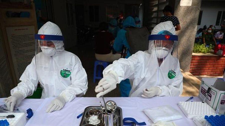 Truy tố nữ phó giám đốc làm giả hàng chục nghìn trang phục y tế phòng chống dịch