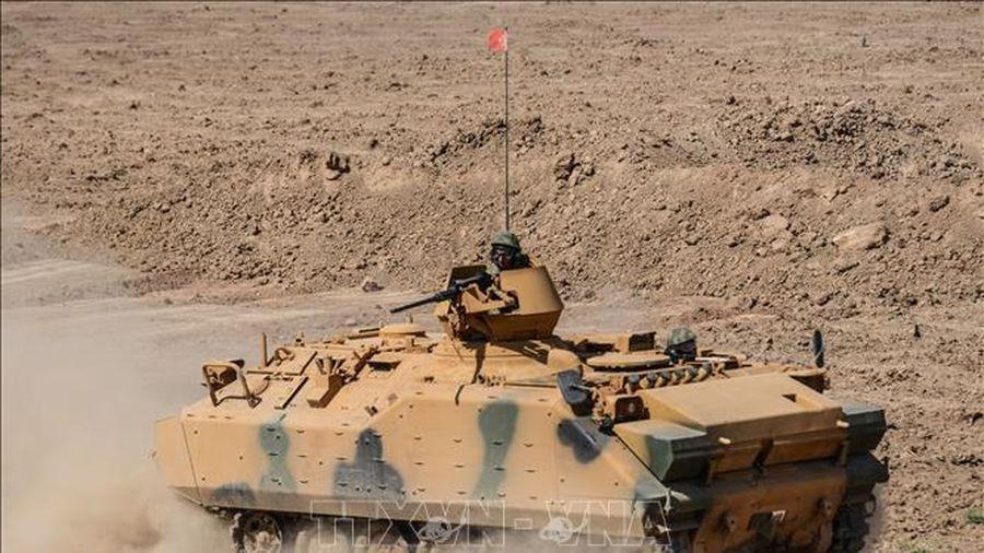 Thổ Nhĩ Kỳ đưa 30 xe quân sự vào miền Bắc Syria
