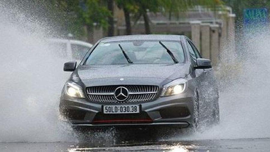 Lái xe mùa mưa bão, cần chú ý những gì?