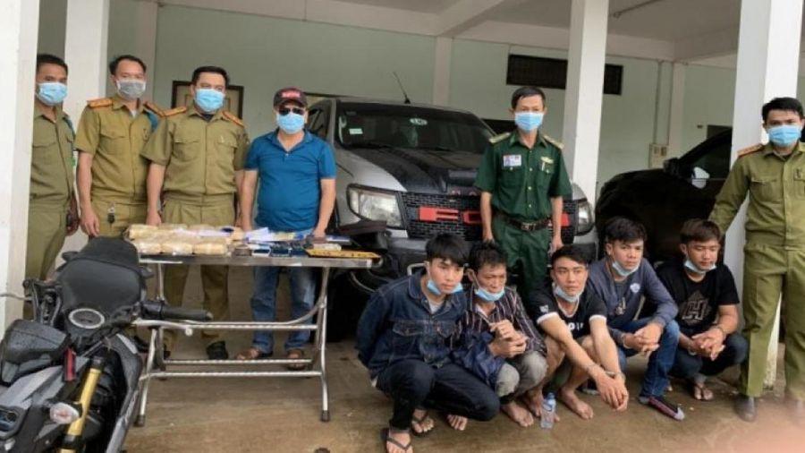 Bắt giữ 5 người Lào vận chuyển 60.000 viên ma túy tại khu vực biên giới