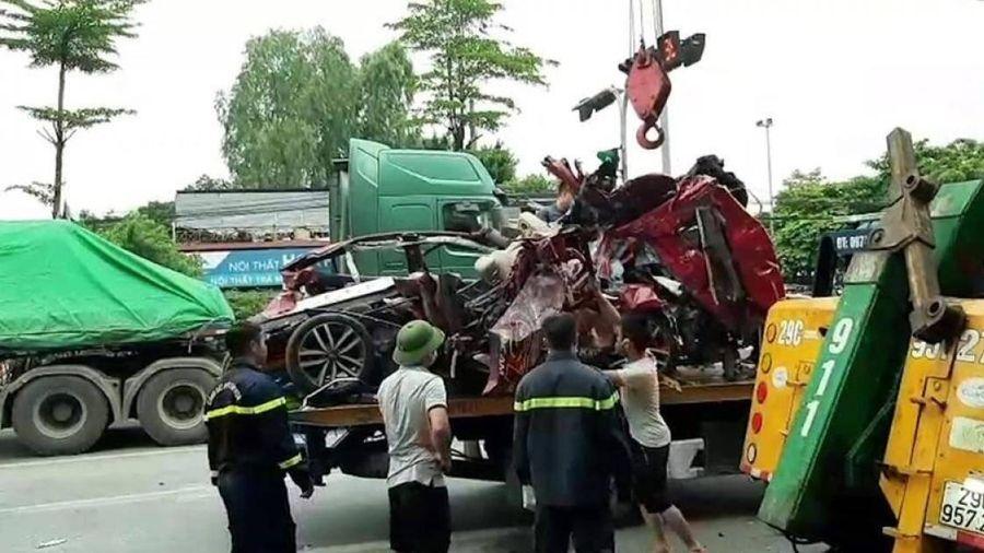 Tài xế xe container khai buồn ngủ đâm ô tô chờ đèn đỏ làm 3 người tử vong