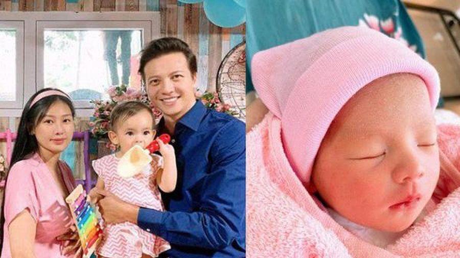 Vợ vừa sinh con thứ 2 sau 2 năm cưới, Dương Hoàng Anh đã bị giục 'sản xuất' tiếp