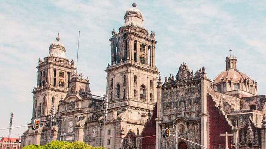 Kỳ quan cổ bên dưới Nhà thờ Chánh tòa thành phố Mexico City hiện đại
