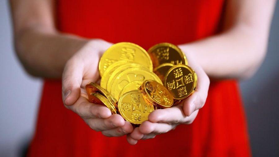 Tiền - lúc cần mới thấy thiếu; người - khi nghèo mới biết khó