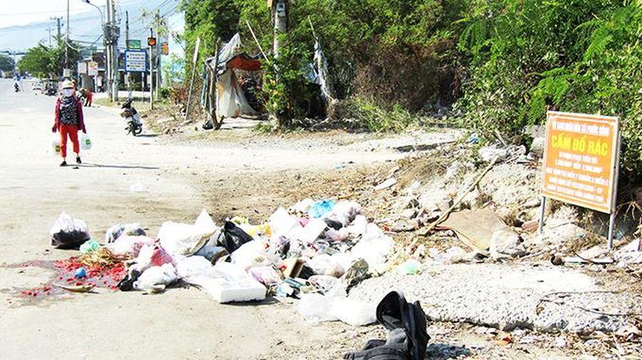 Đổ rác nơi biển cấm
