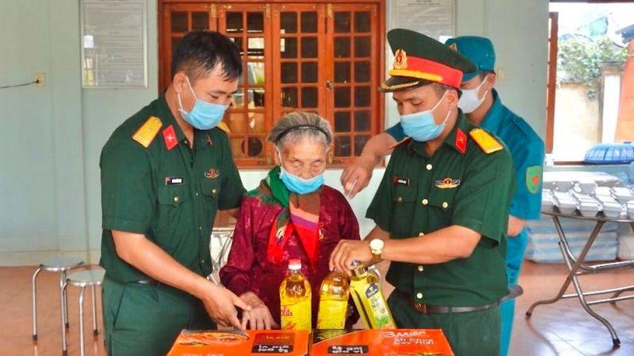 Mẹ VNAH góp gạo ủng hộ chống dịch