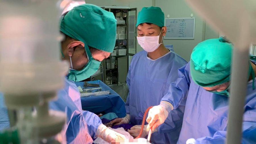 Phẫu thuật cắt khối u trung thất khổng lồ cho bệnh nhi tại Bệnh viện Sản Nhi Quảng Ninh