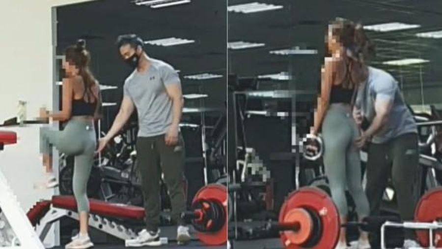 Huấn luyện viên nam ở phòng gym gây bức xúc khi liên tục động chạm khách hàng nữ