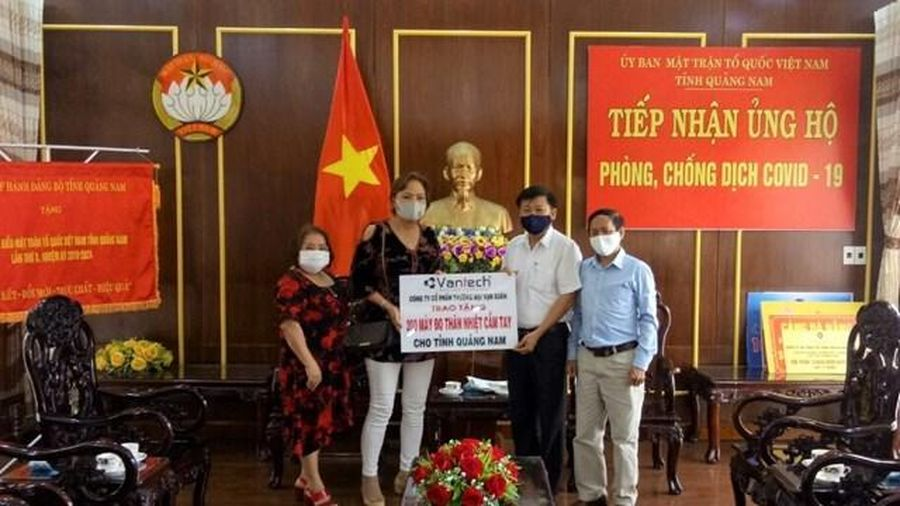 Mặt trận tỉnh Quảng Nam tiếp nhận 200 máy đo thân nhiệt