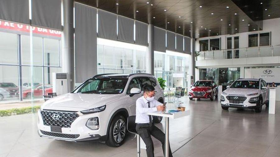 Thị trường ôtô gặp khó khăn kép vì dịch bệnh và tháng Ngâu đến gần