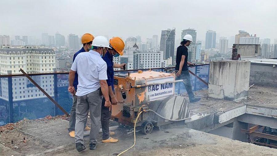 Hà Nội: Chính thức tiến hành cắt mái tầng 18 tòa 8B Lê Trực